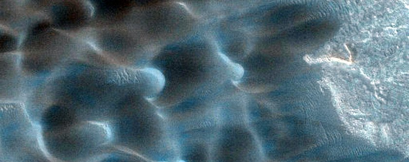 seasonal-dunes-on-mars-nicknamed-buzzel