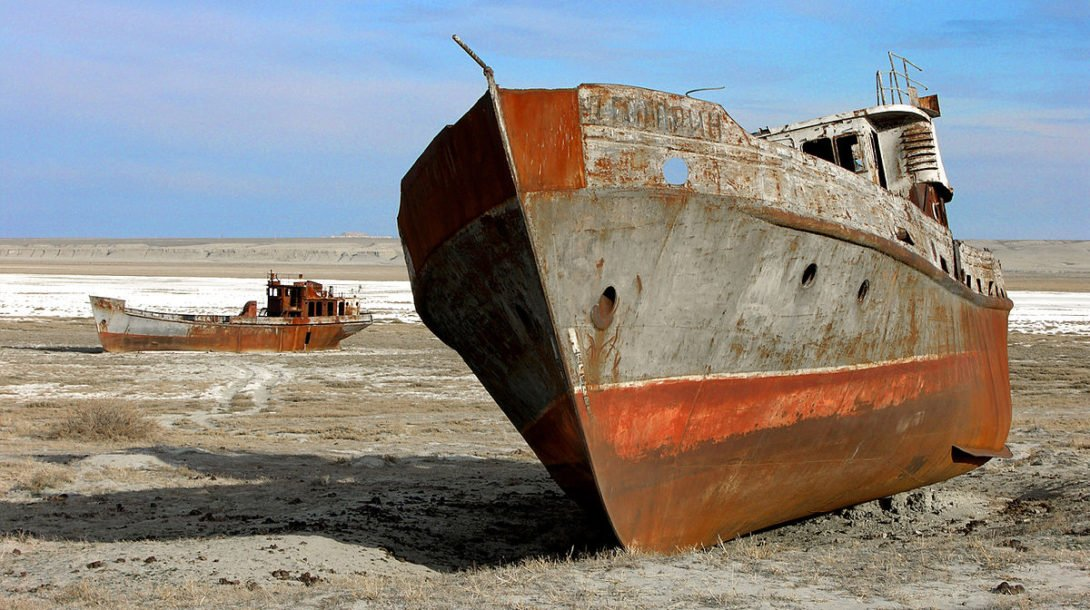 the_aral_sea_is_drying_up-_bay_of_zhalanash_ship_cemetery_aralsk_kazakhstan