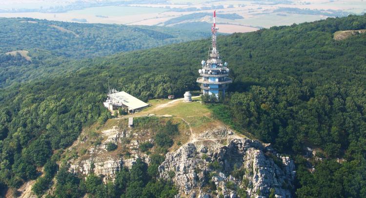 Letecká-snímka-vrchu-Zobor