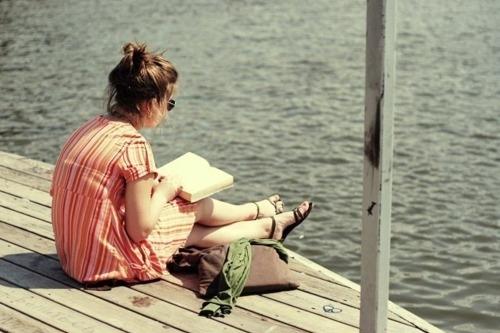 Výsledok vyhľadávania obrázkov pre dopyt favim woman reading