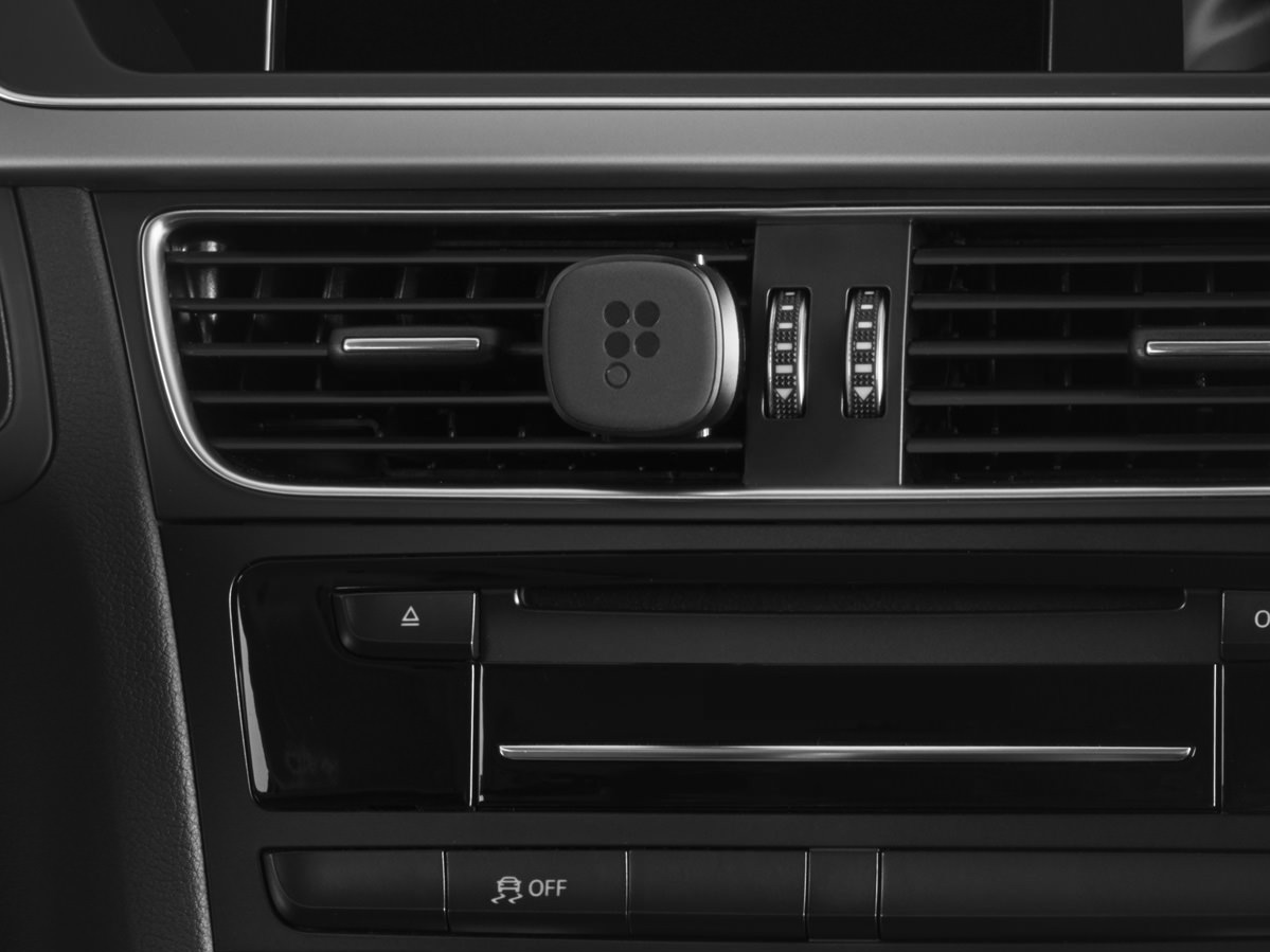 pearl-provides-a-magnetic-mount-for-your-iphone-or-android-smartphone-which-hooks-to-your-vent-or-dash