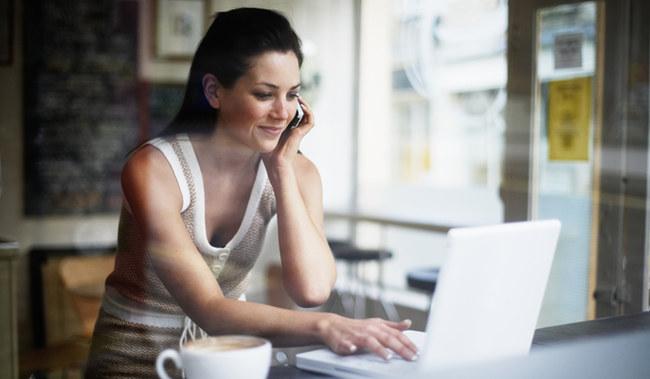 woman-job-hunting-on-computer-215046_w650
