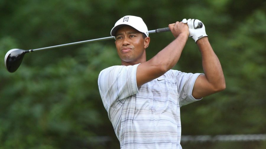 1200px-tiger_woods_drives_by_allison