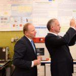 Slovenskí vedci vytvorili rýchlo rozložiteľný plast. Náš prezident označil ich produkt za slovenský zázrak