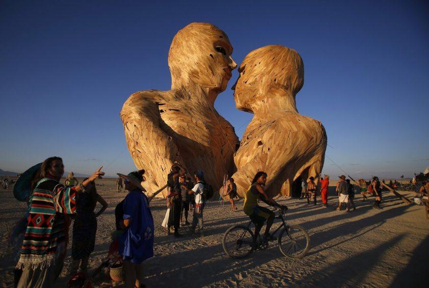 drevené sochy na festivale