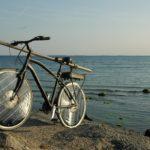 Tento E-bike poháňa solárna energia a dosahuje rýchlosť až 50 km/h