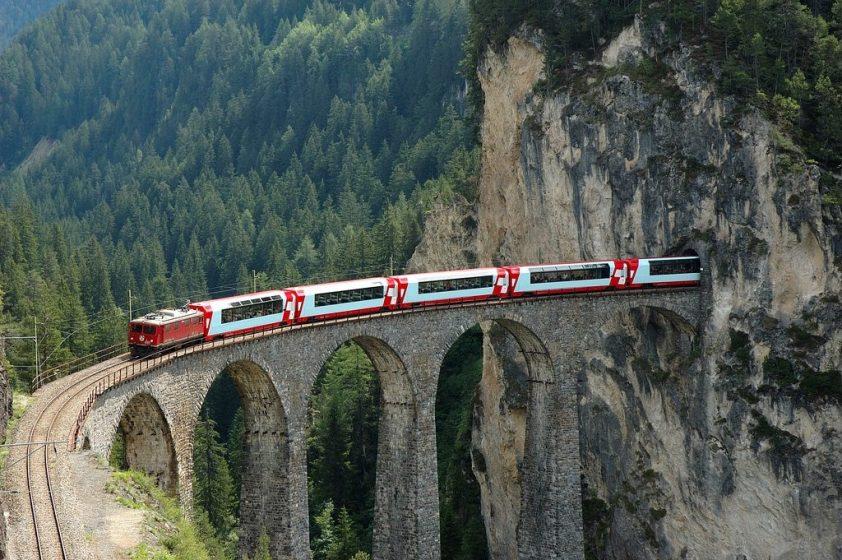 vlakom na cestách
