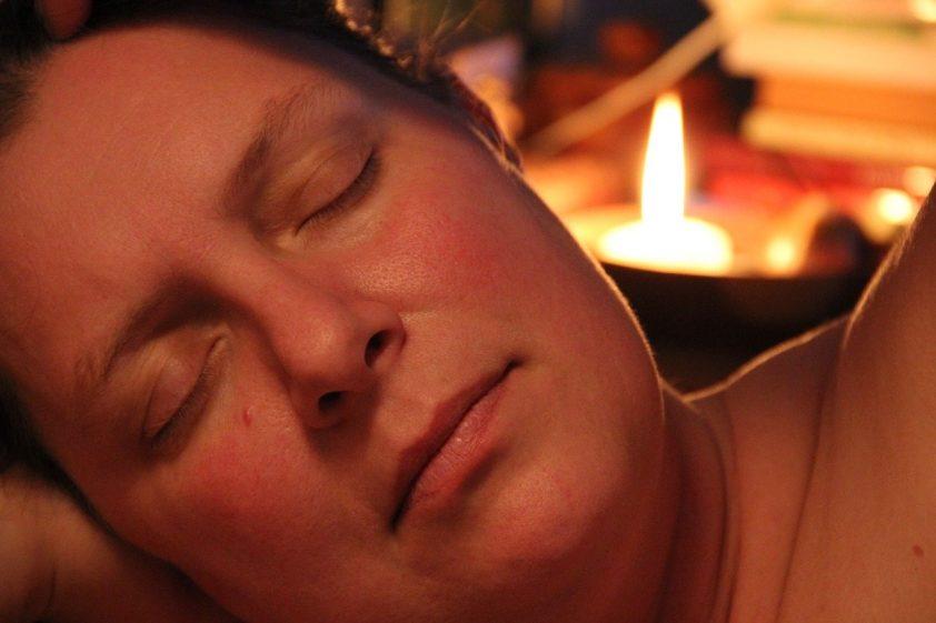 posun času spôsobuje poruchy spánku