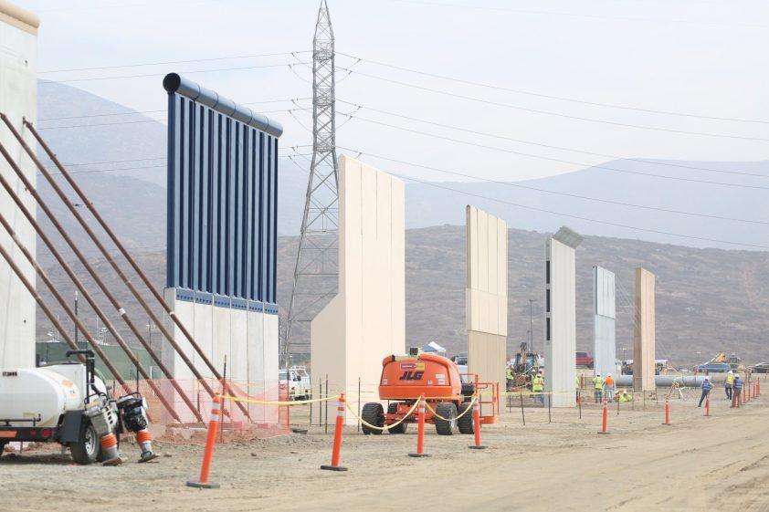 trumpove múry