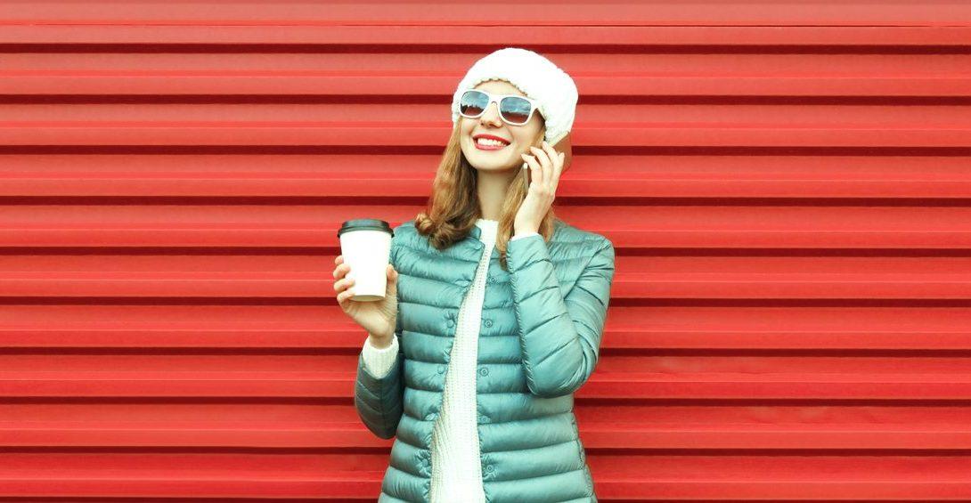 bigstock-Fashion-Smiling-Woman-Talks-On-213574690_hlavny_obrazok_v2