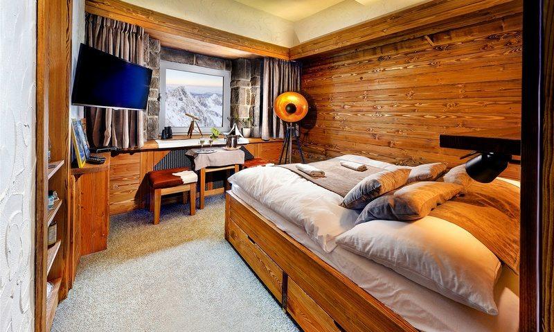 Zažiť noc na Lomnickom štíte musí byť úžasným zážitkom.  Ocenil to aj nemecký magazín Geo Saison, ktorý ho umiestnil do TOP 100 najkrajších hotelov sveta.