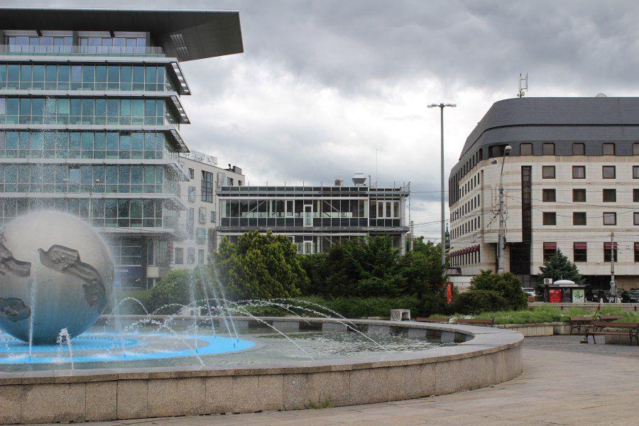 gallery-buildings-1465282502-green_cube_5