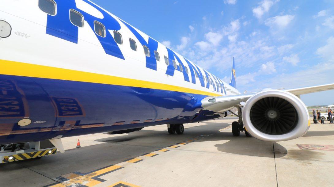 aircraft-2410190_1920