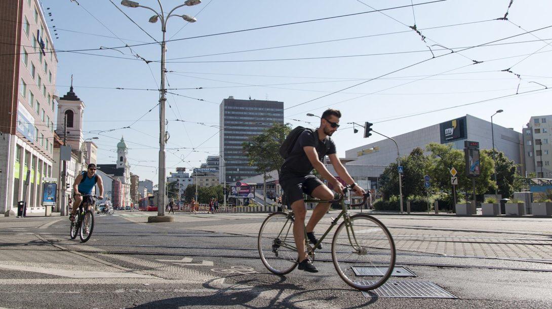 Zo sčítania cyklistov, ktoré uskutočnila v rannej špičke v júni 2018 Cyklokoalícia, vyplynul nárast v priemere o 117% oproti počtom z roku 2013.