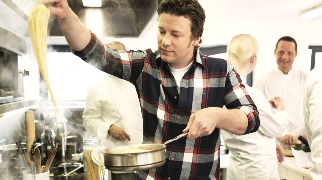 Jamie_Oliver_cooking