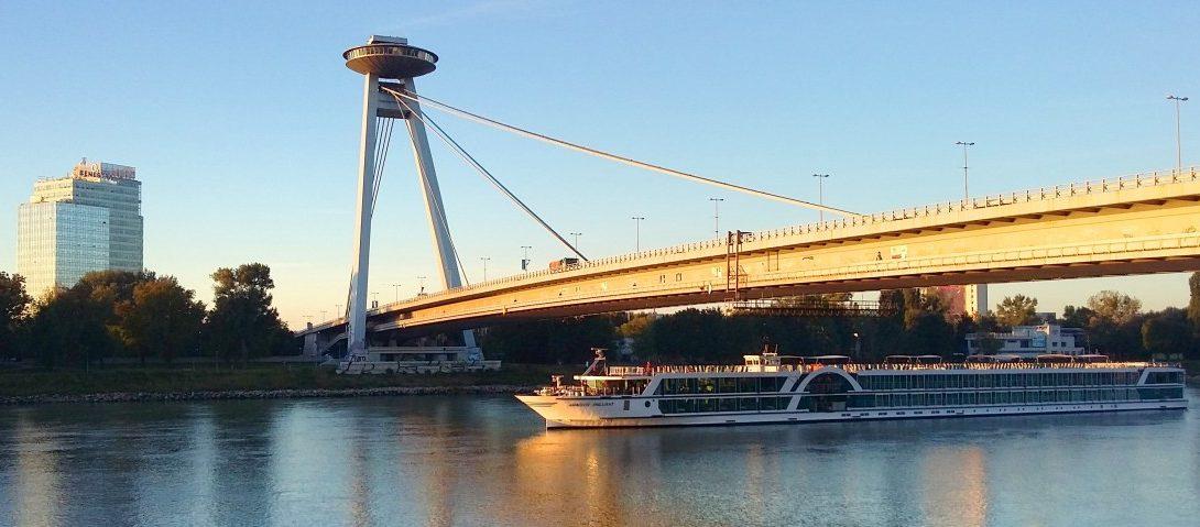 danube_most_snps_bratislava_ship_slovakia-1324736.jpg!d
