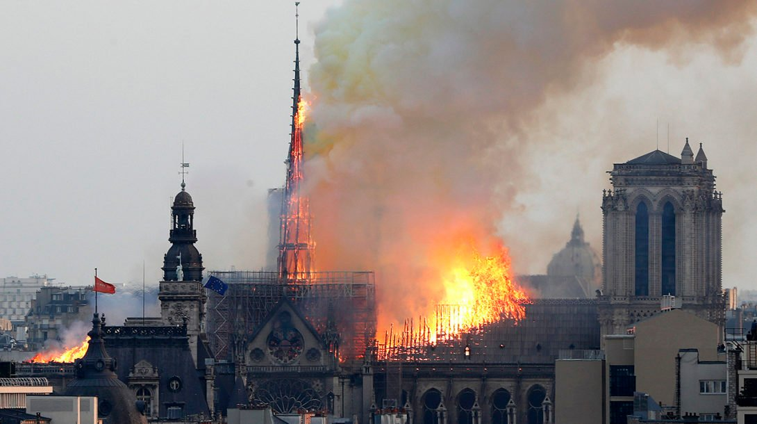 France_Notre_Dame_Fire071427608804