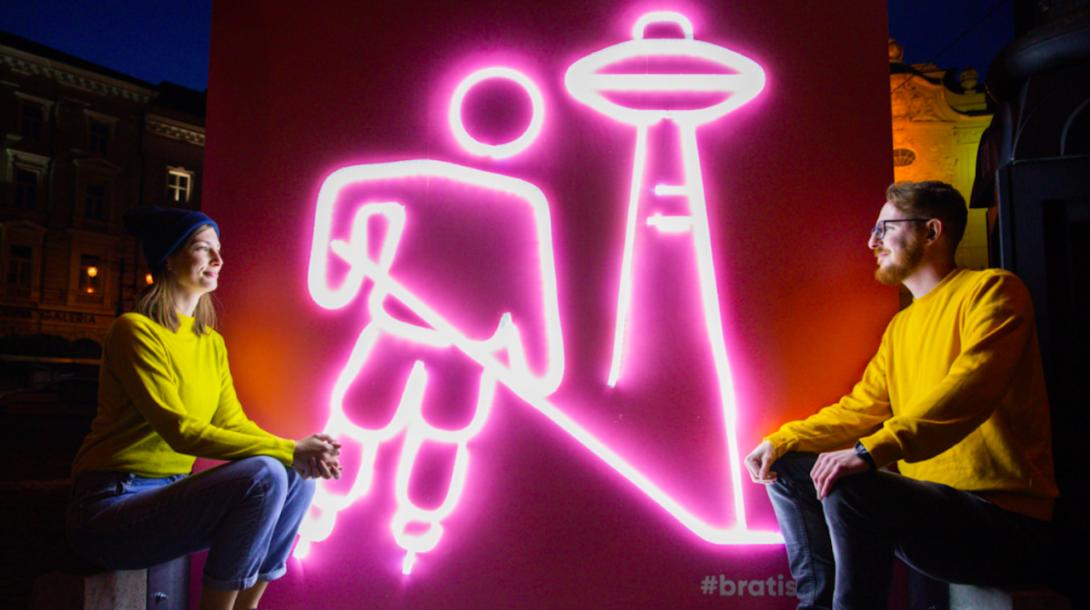 877aba8b3b27 V uliciach Bratislavy sa objavili svetelné inštalácie