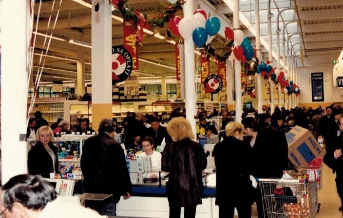 TESCO-HM-NITRA-otvorenie v roku 1999 FOTO