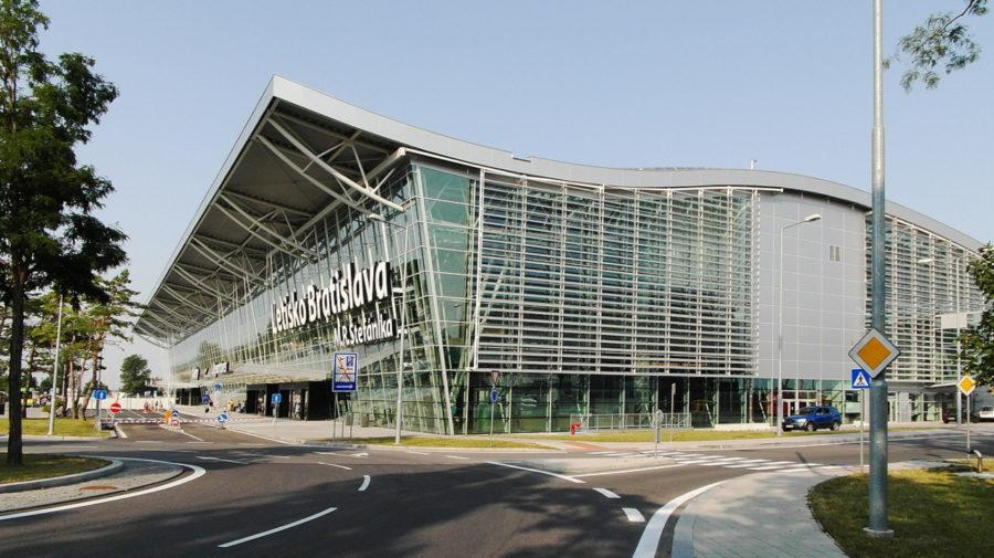 Bratislava_Airport (wikimedia, Andrej Neuherz)