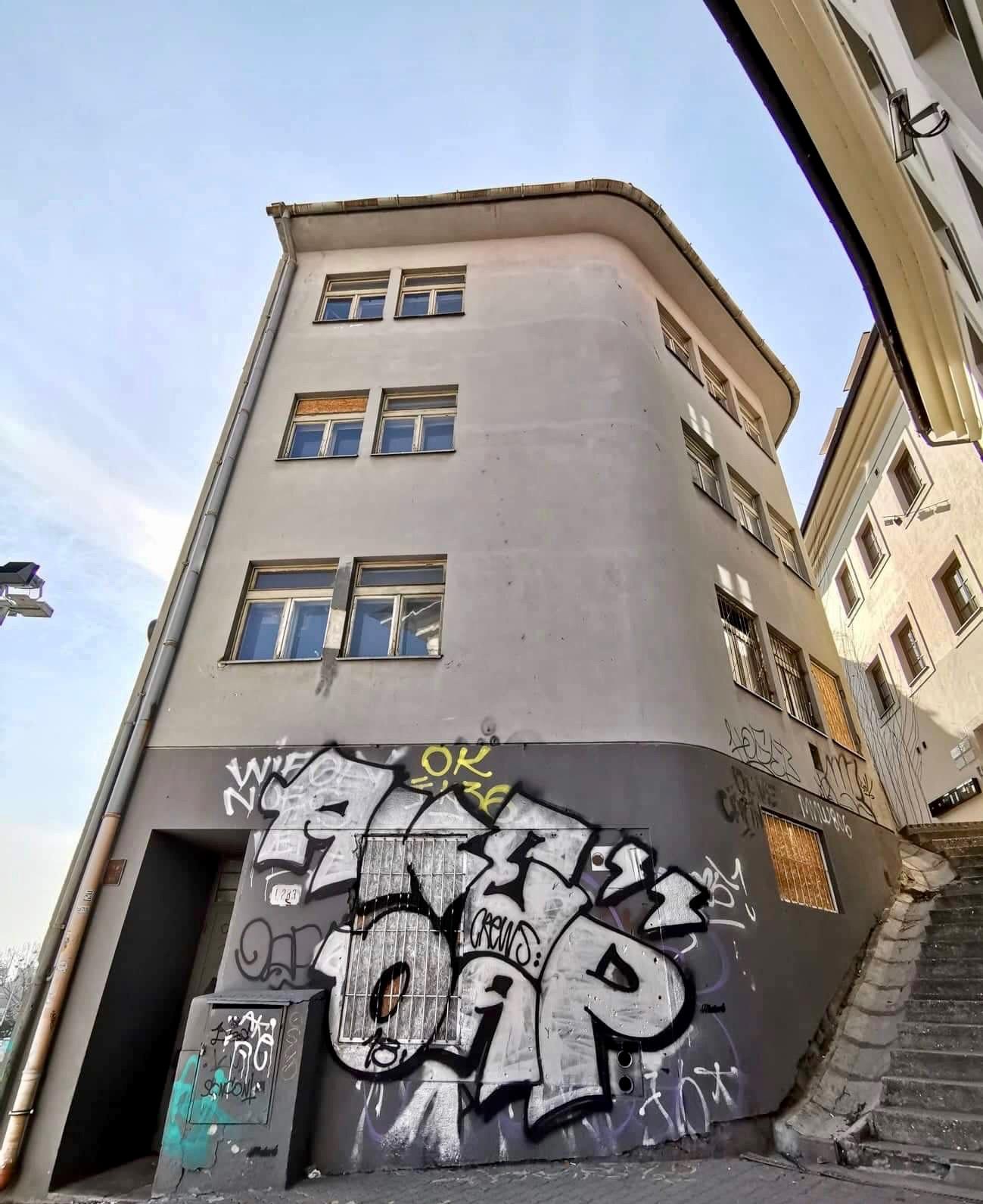 Stavba na Zámockých schodoch/Lucia Štasselová