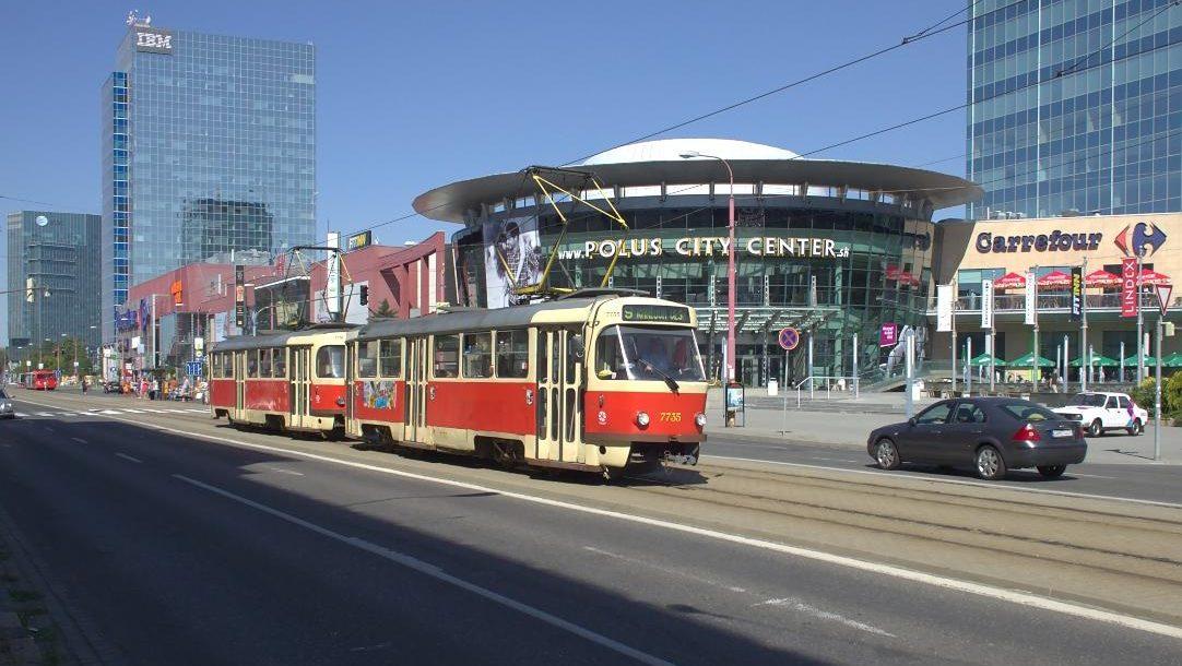 Tramo_en_Bratislavo,_Polus_City_Center (1)