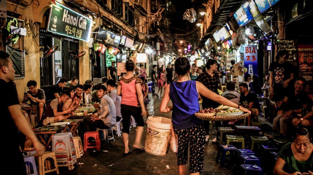 Vietnam vyhráva nad koronavírusom a začína zmierňovať opatrenia