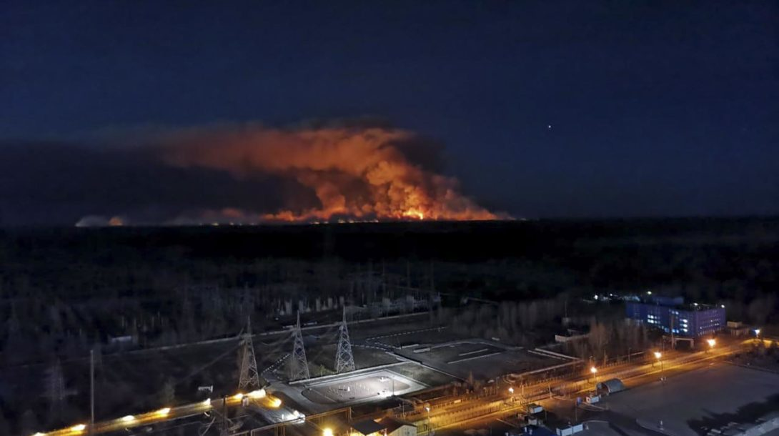 Ukraine_Chernobyl_Fire_31961-d2f463a60356479485e817942735ae74