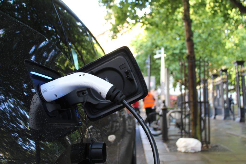 Ako zrušenie dotácií a koronavírus pochoval rast elektromobility na Slovensku?