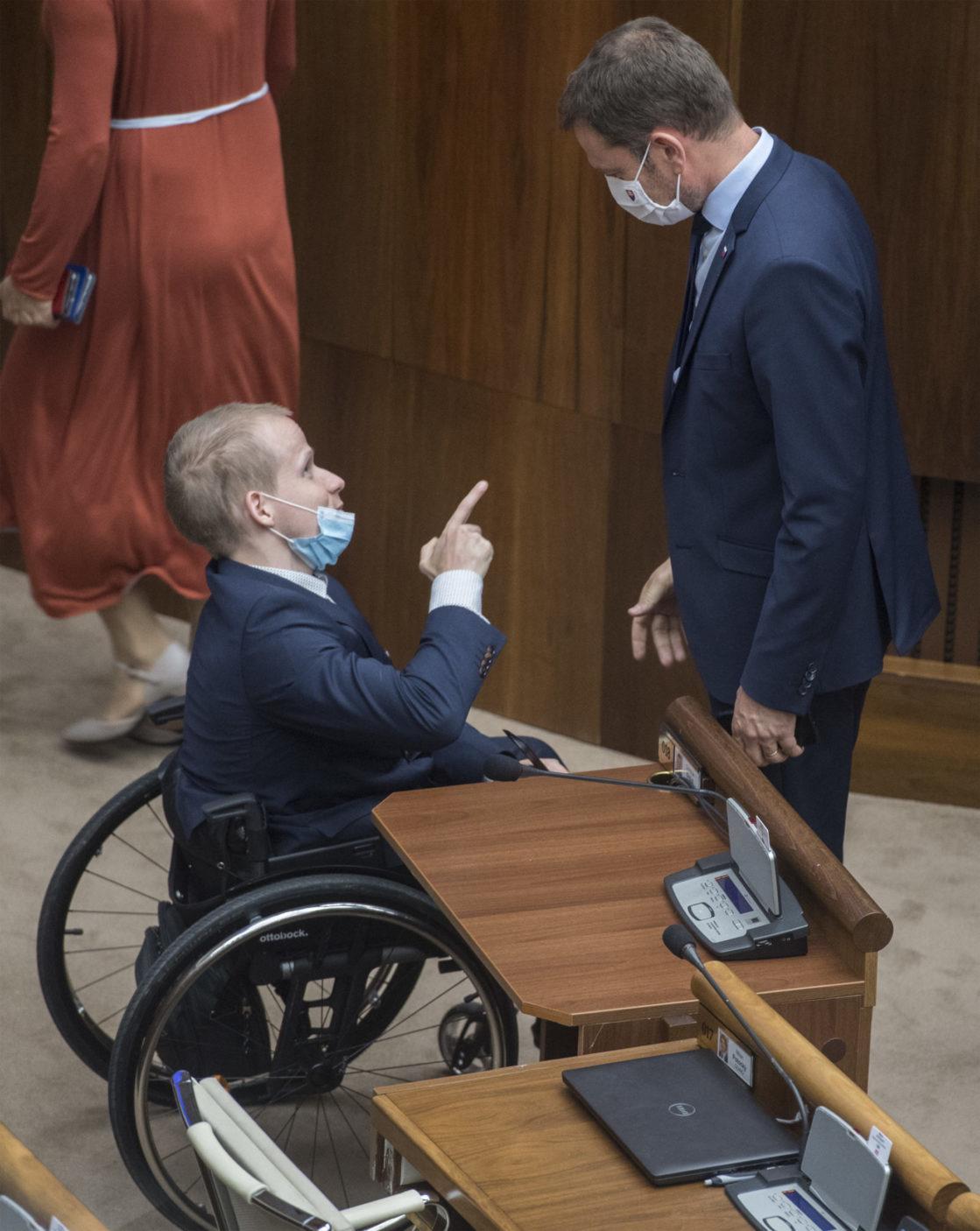 Dominik Drdul (obaja OĽaNO) na mimoriadnej schôdzi k odvolávaniu predsedu vlády SR Igora Matoviča