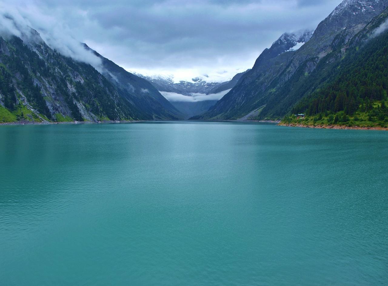 Voda z ľadovcov Schlegeisspeicher. Ďalším takým miestom je i Speicher Stillup, kde ťa čaká i niekoľko vodopádov. František Kekely