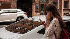 milenialka, dievča mobil auto