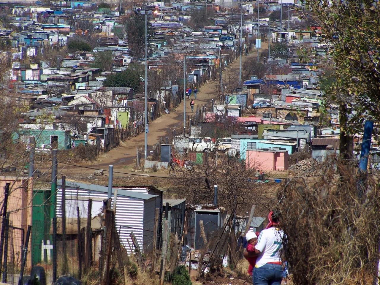 Wikimedia/Kevin Gabbert Slum v Johannesburgu je považovaný za najväčší slum sveta