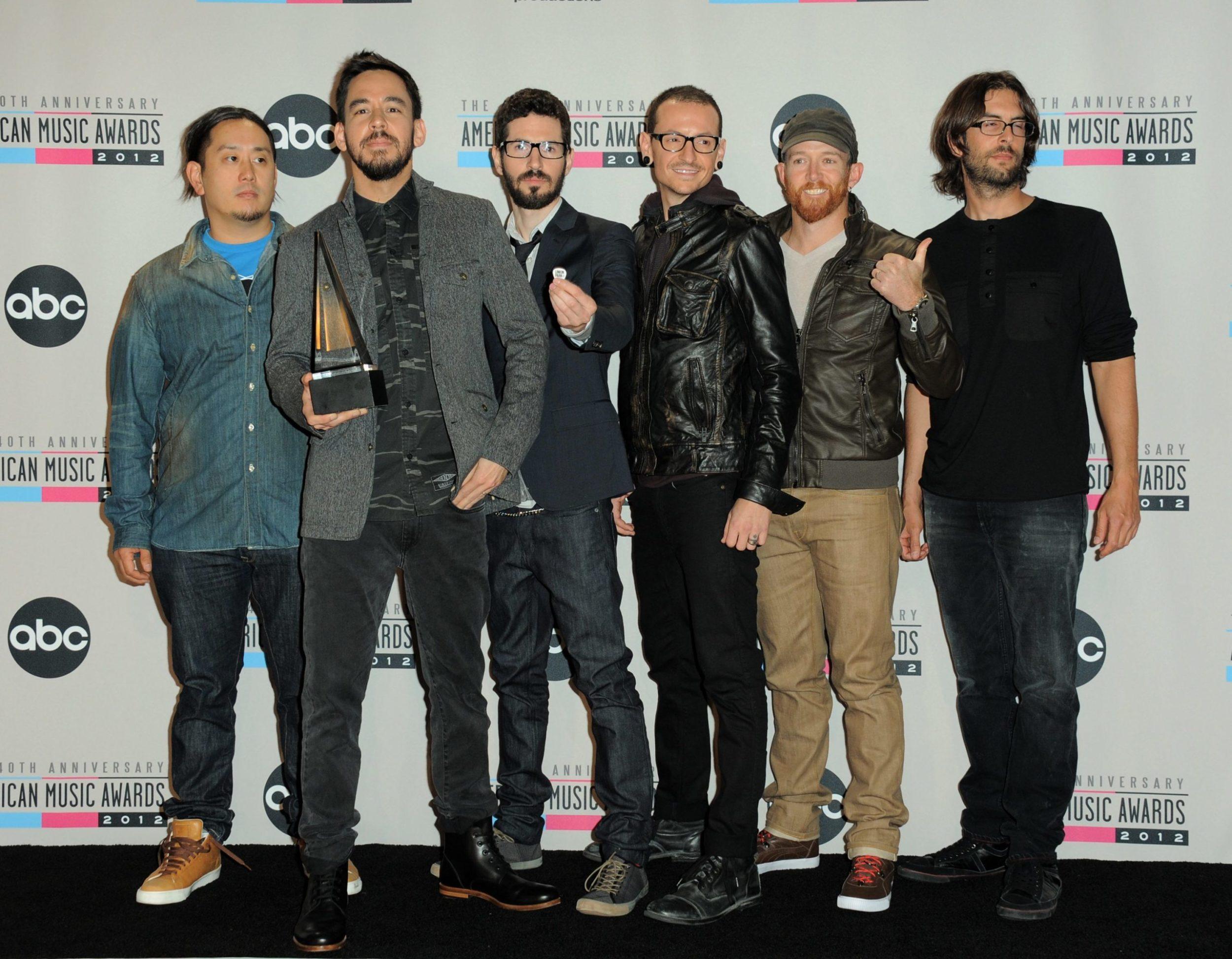 2012_American_Music_Awards_Press_Room202090017253