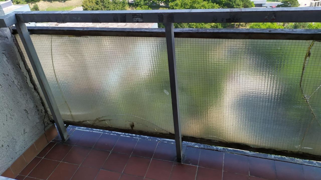 Rozbitý balkón na šturáku