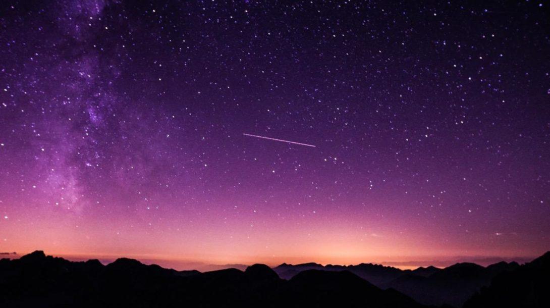 vesmír hviezdy meteorický roj nočná obloha