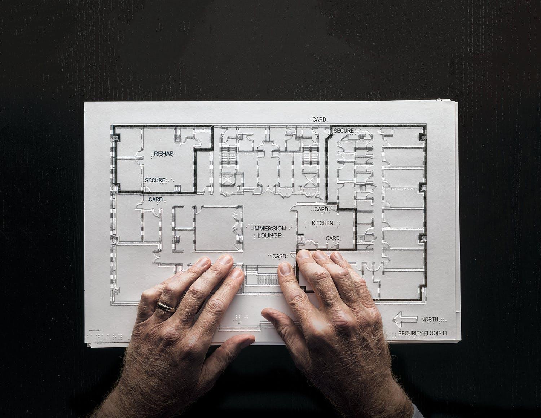 Chris Downey architektúra design braillove písmo nevidiaci slepí zrakovo postihnutí