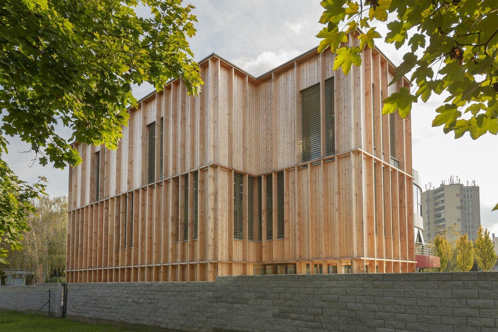 Kubis Architekti, dentálne cetrum, Hlohovec, architektúra, drevostavba, prístavba