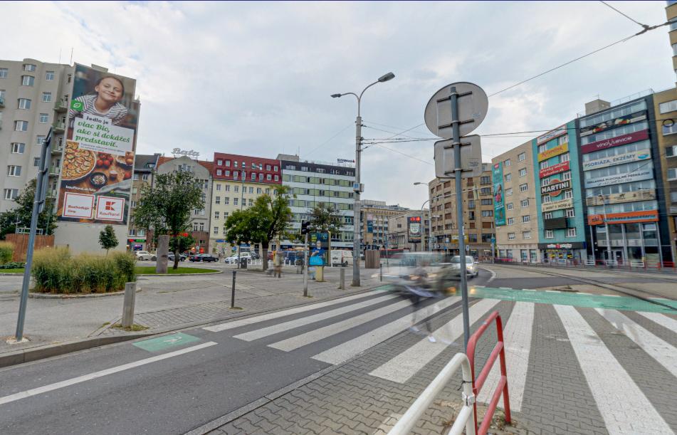 kamenné námestie, vizuálny smog, billboardy