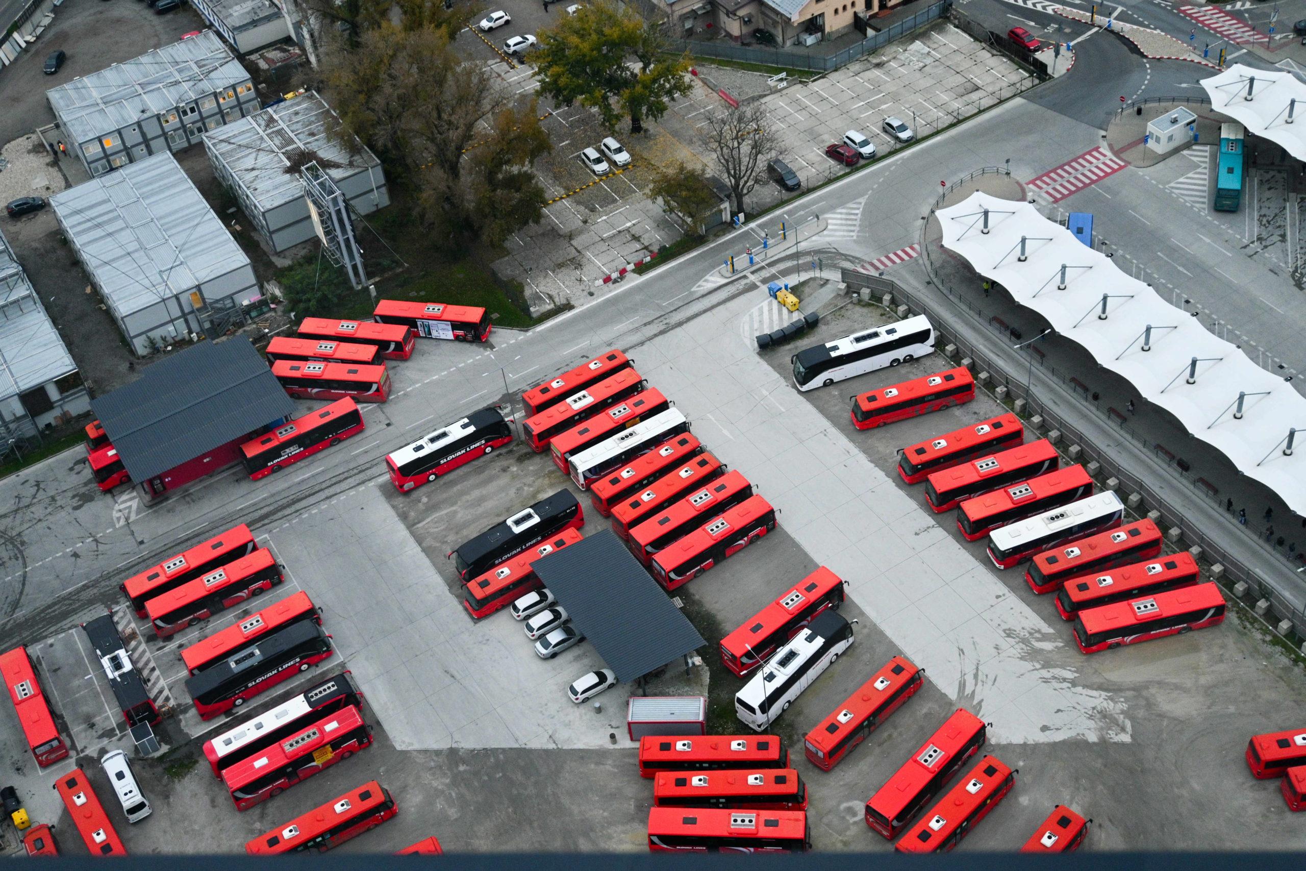 DPB, autobusy, stanica