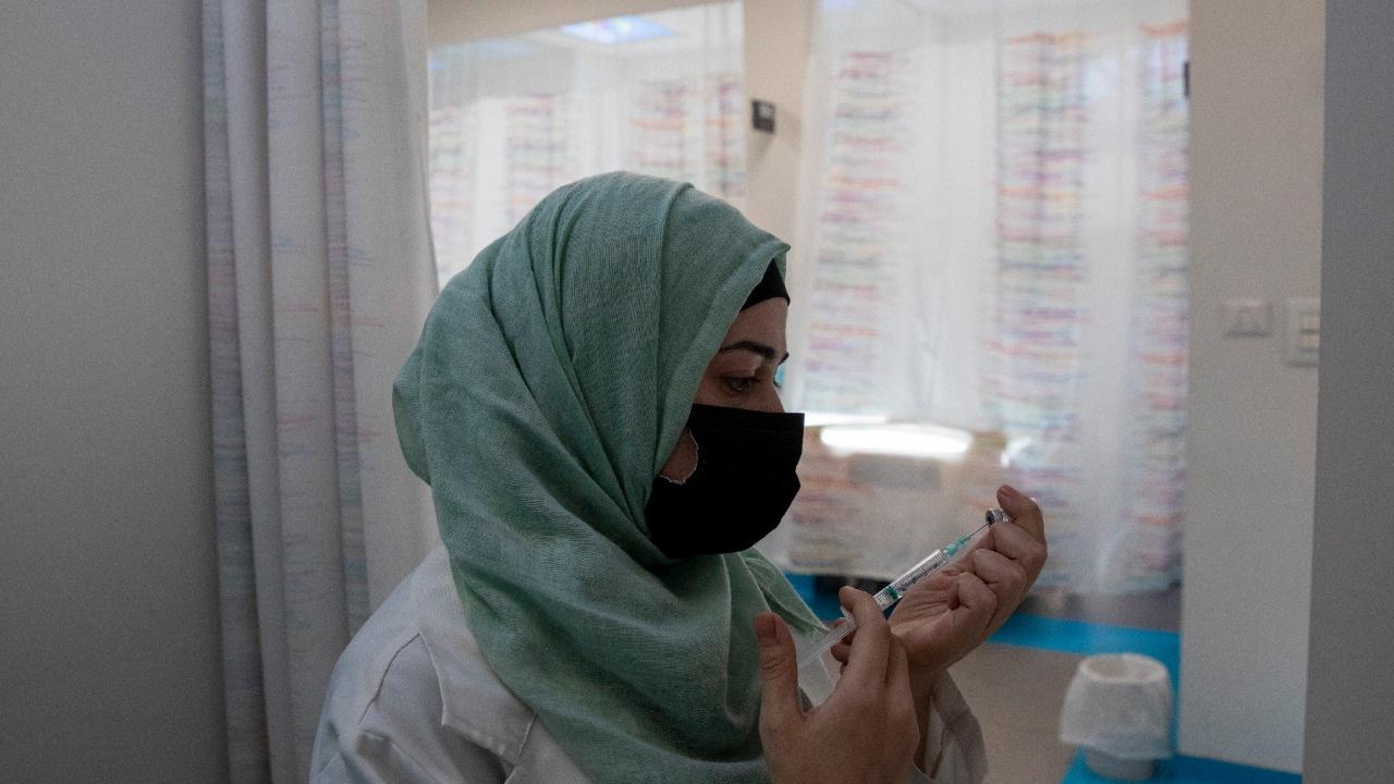 Izrael, vakcína, zdravotná sestra