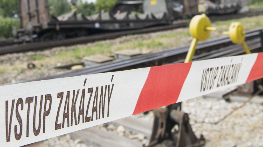 vlak vykoľajený