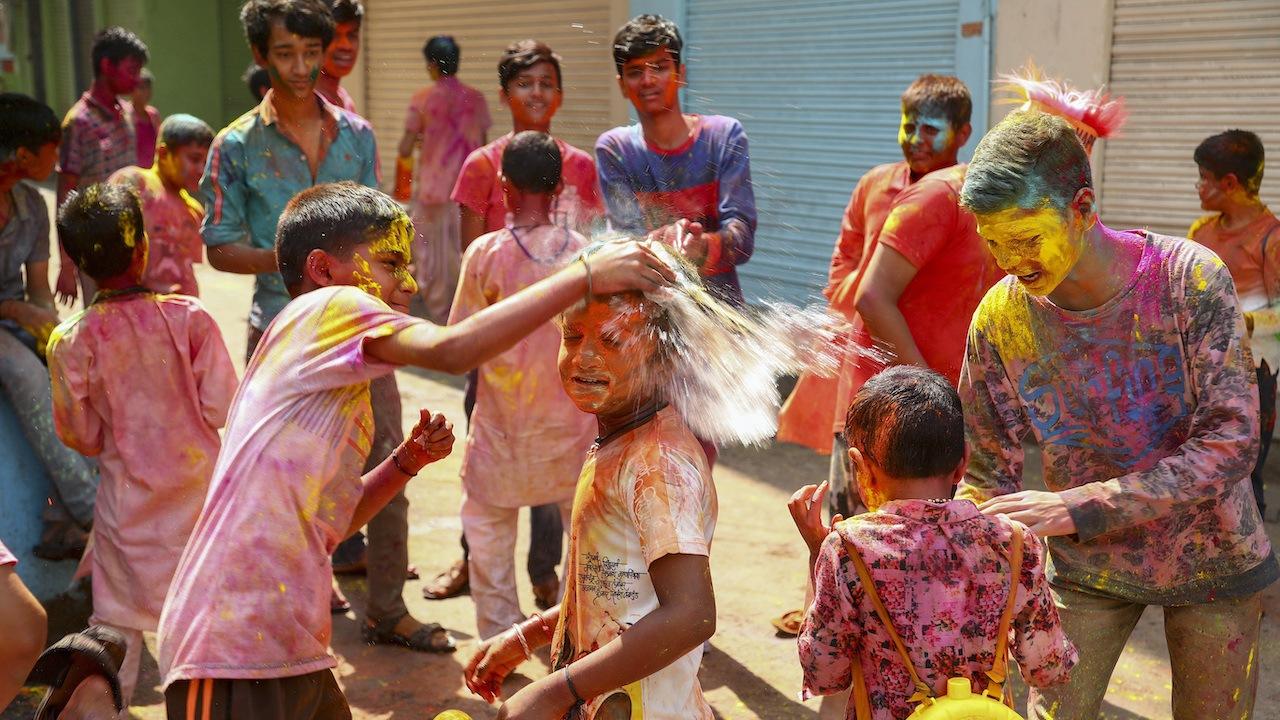 india hólí sviatok farieb