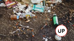 striekačky, drogy, neporiadok