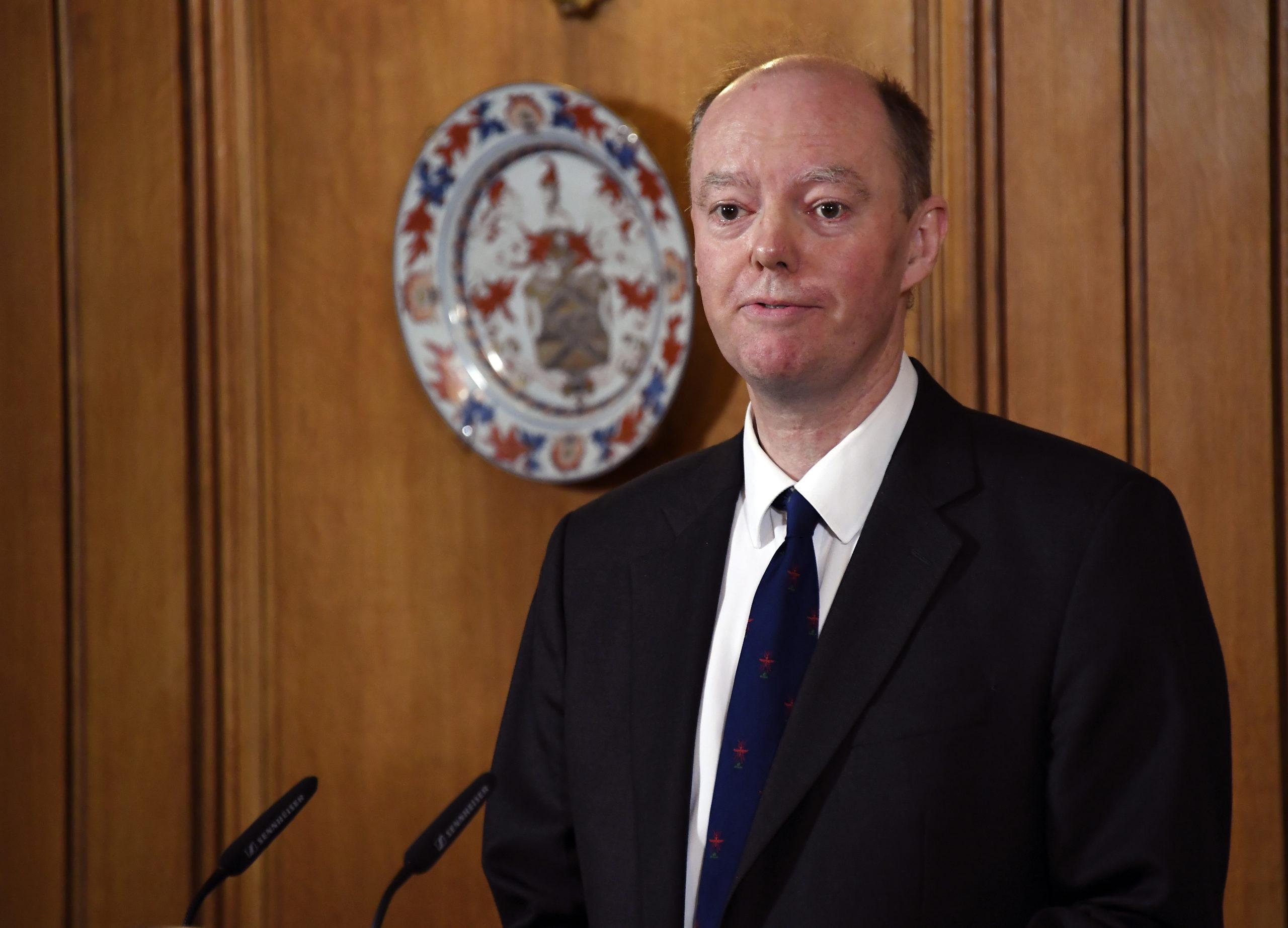 Anglický hlavný lekár Chris Whitty