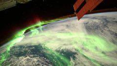 vesmír svet polárna žiara astronauti