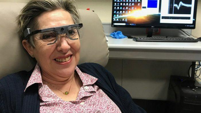 Očný implantát do mozgu